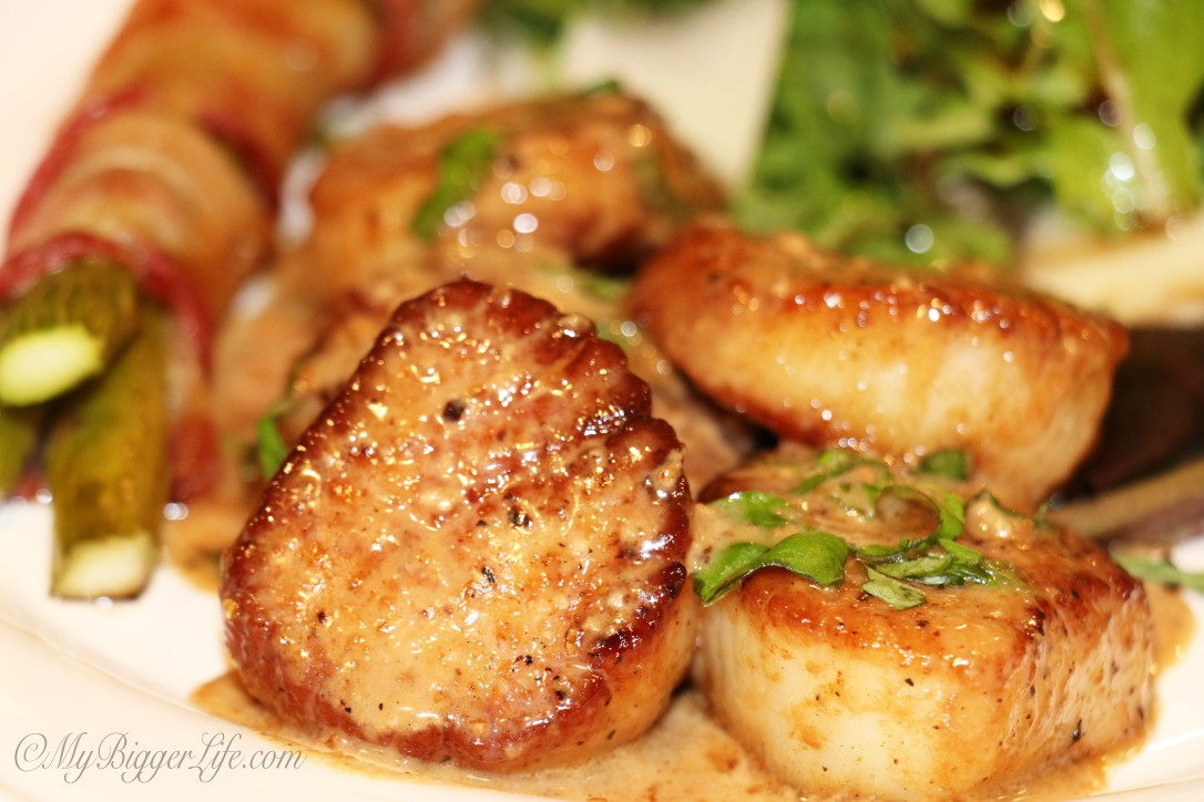 Pan Seared Scallops With Garlic Cream Sauce Plated